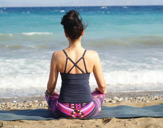 Hoe maak ik een dagelijkse yoga routine?