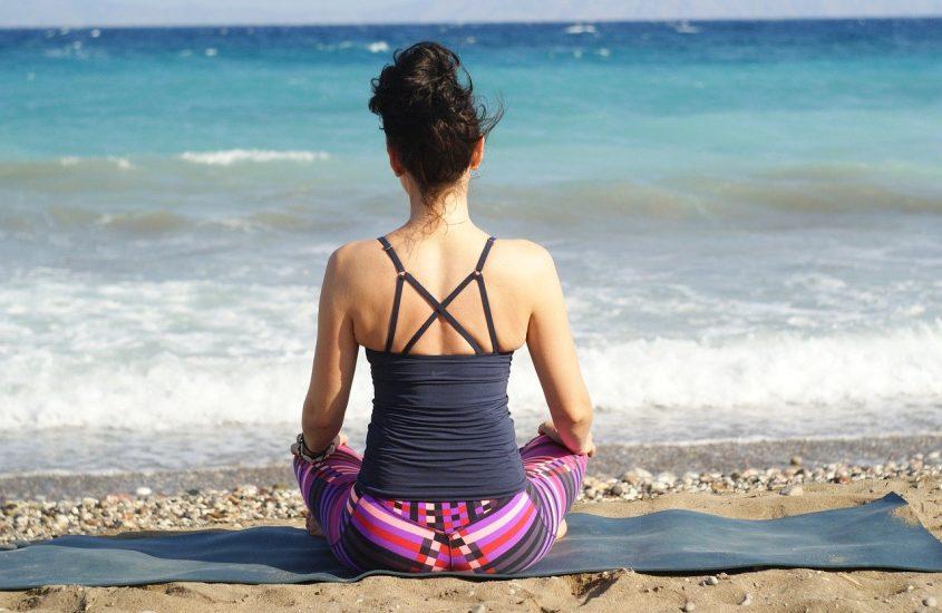 Hoe maak ik een dagelijkse yoga routine? 4 eenvoudig tips